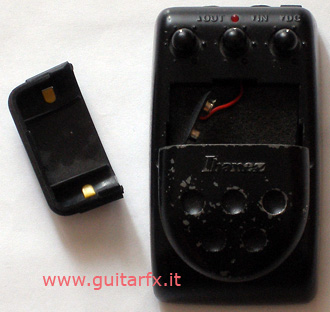 TM5 Thrashmetal (Ibanez) with battery compartment open
